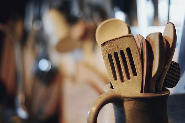 Küchenutensilien aus Holz mit Bienenwachs pflegen